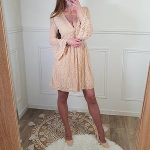 C'est le dernier jour pour venir faire votre shopping en magasin à la boutique de Fleury les aubrais 😊 Plusieurs nouveautés sont arrivées cette semaine, ne passez pas à côté 😉  ♡ Jolie robe en dentelle 24,90€ ♡